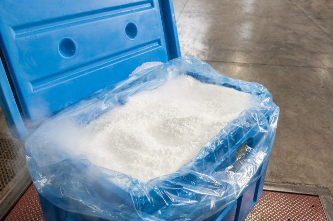 Ξηρός πάγος σε container